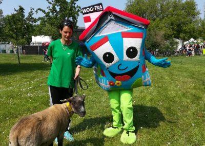 WOGETRA Maskottchen Willy macht Freunde auf dem Thaklaer Wasserfest